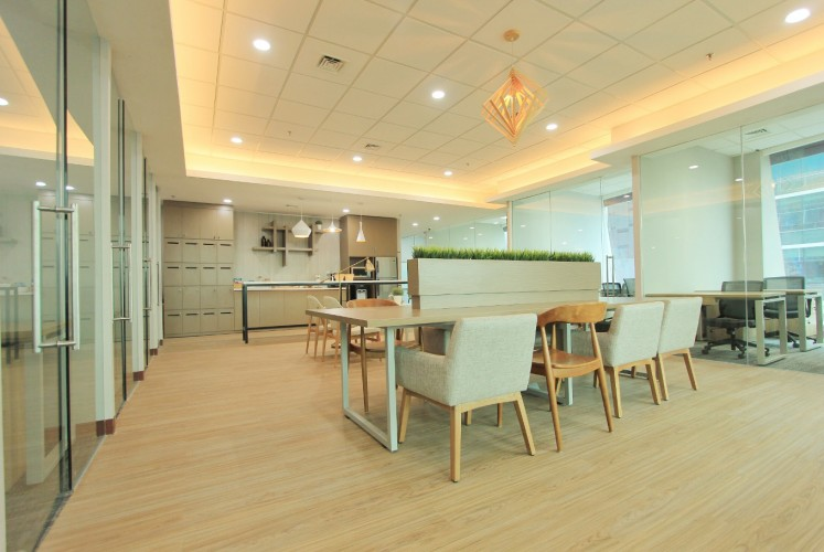 Avenue8's co-working space, which has 34 spaces, is divided into two parts: A quiet working and a lounge area.