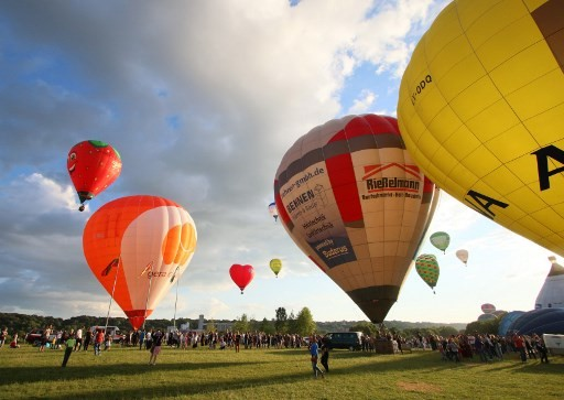 100 hot air balloons fly for Lithuania's 100th birthday