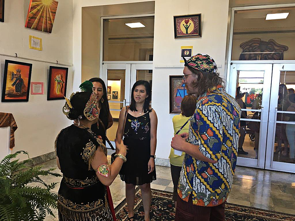 Three diaspora painters share Indonesian culture in Niagara Falls exhibit  World  The Jakarta Post