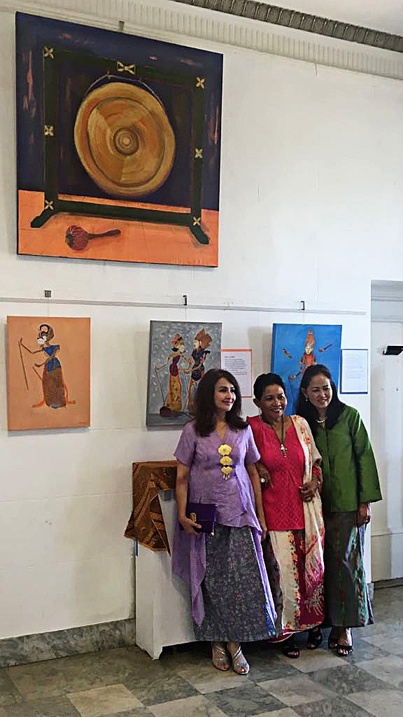 "Sharing art & culture: Sylvia Shirley Malinton (left), an artist, diplomat and one of the three Srikandi 5 painters of the ""Beautiful Indonesian Arts and Paintings Exhibition"" at the Niagara Arts & Cultural Center (NACC) in New York state, is photographed alongside fellow Srikandi 5 painters Maria Otterbine (center) and Iris Varianti."