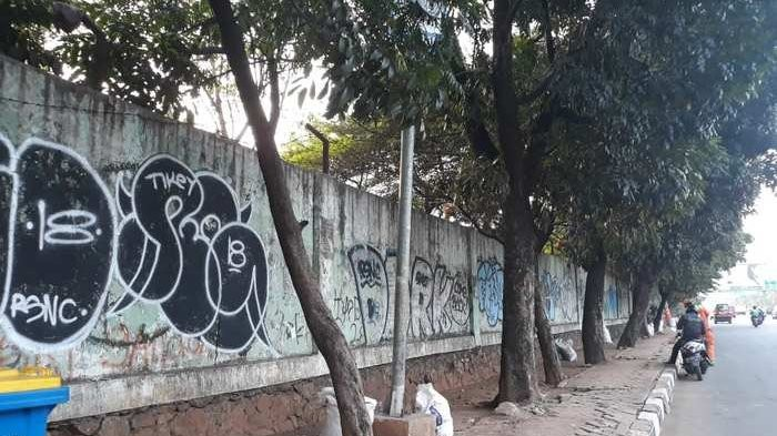 Bekasi soccer stadium full of graffiti a month before Asian Games