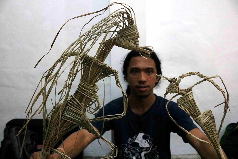 Different shapes of grass puppets. JP/Maksum Nur Fauzan