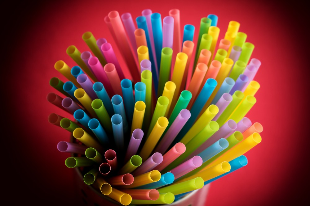 American Airlines to eliminate plastic straws from cabins, lounges