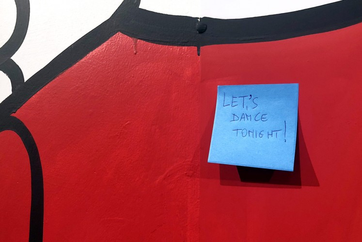 Let's Dance Tonight: A first Post-It note on Fabrizio Dusi's wall-length painting.