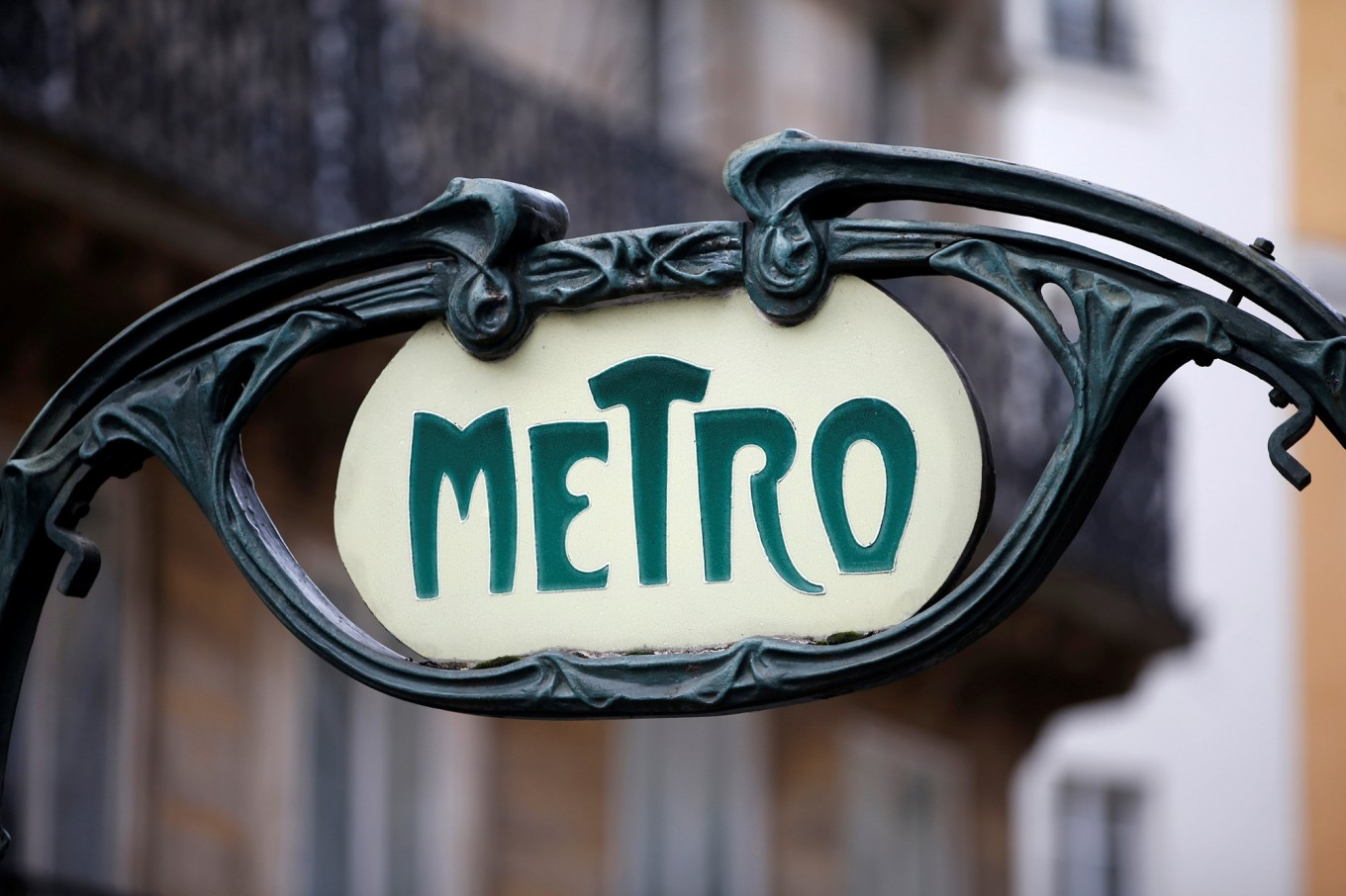 After 118 years, Paris to bid 'au revoir' to its Metro tickets