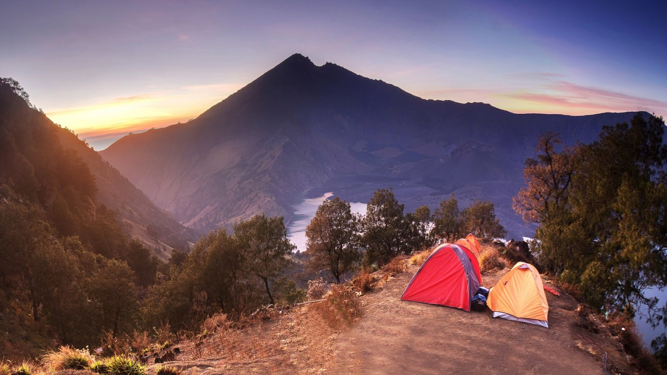 Mt Rinjani park to separate male, female hikers in support of halal tourism