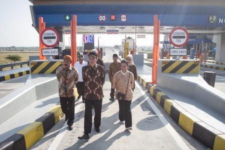 Jokowi inaugurates Kartasura-Sragen road