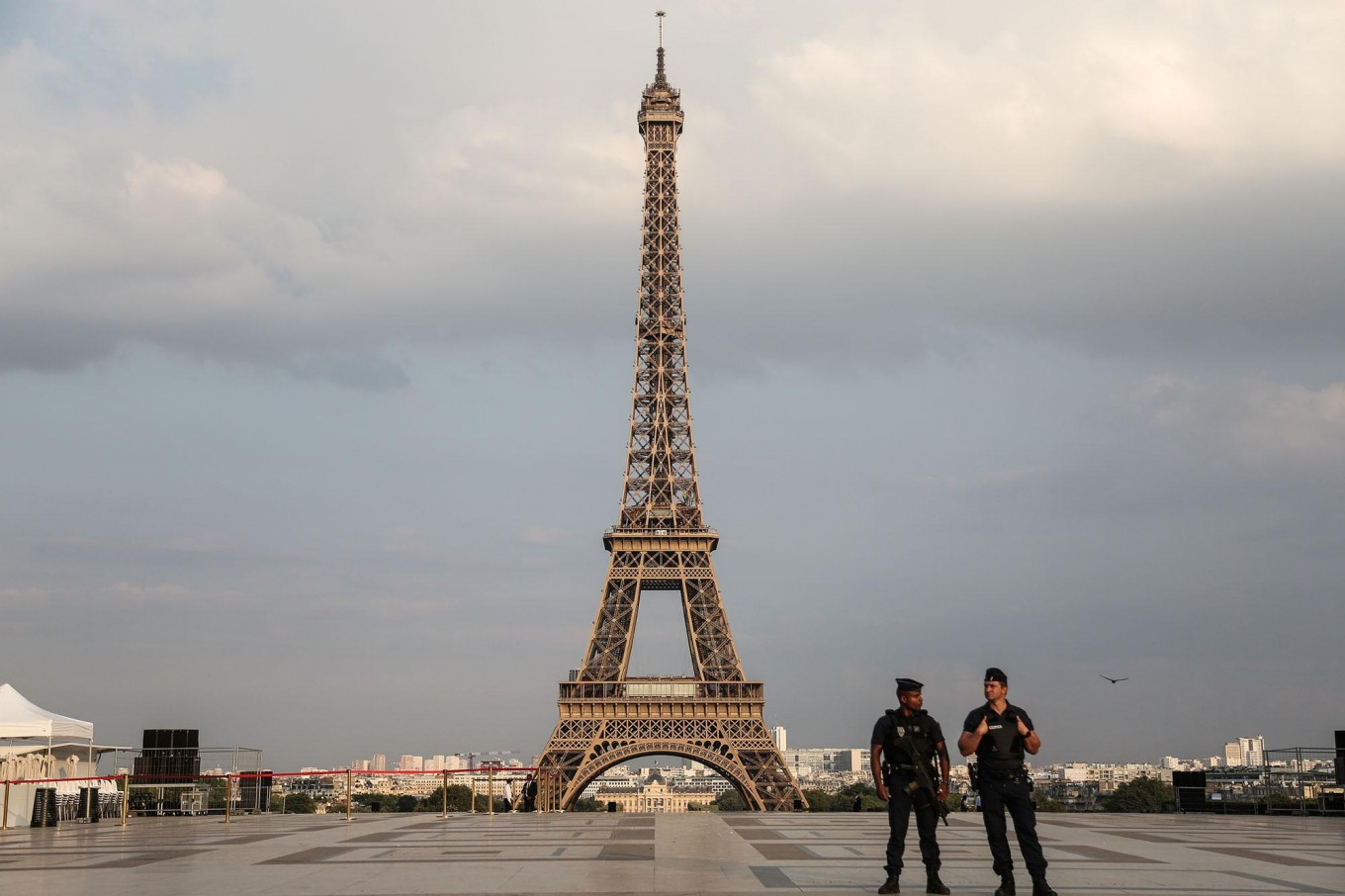 Paris smash-and-grab thieves snatch luxury haul from Russian tourists