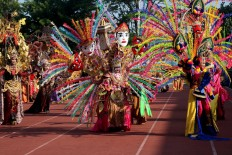 Simply wonderful: The carnival's participants charm tourists with their colorful costumes during the parade. JP/ Maksum Nur Fauzan