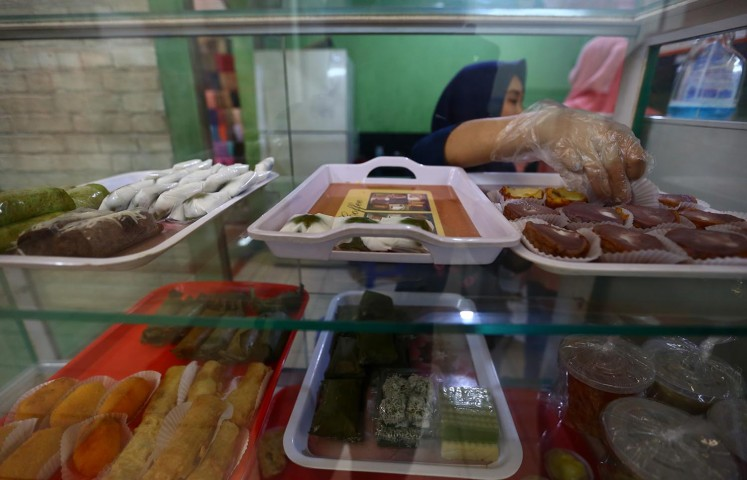 Dapur Ibu Tati is a local favorite among sweet lovers.