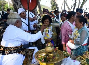 Malang's cremation ceremony welcomes members of different faiths