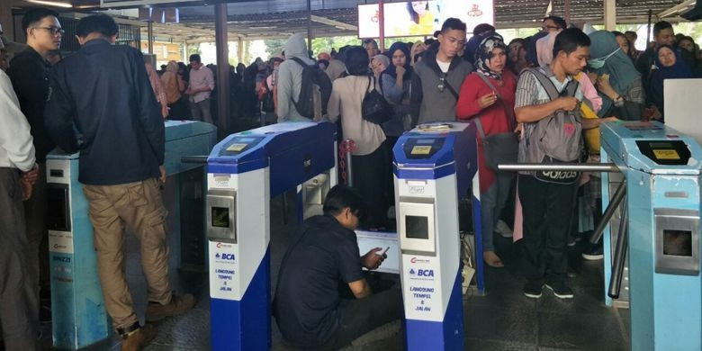 Commuter train users can redeem e-money starting July 1