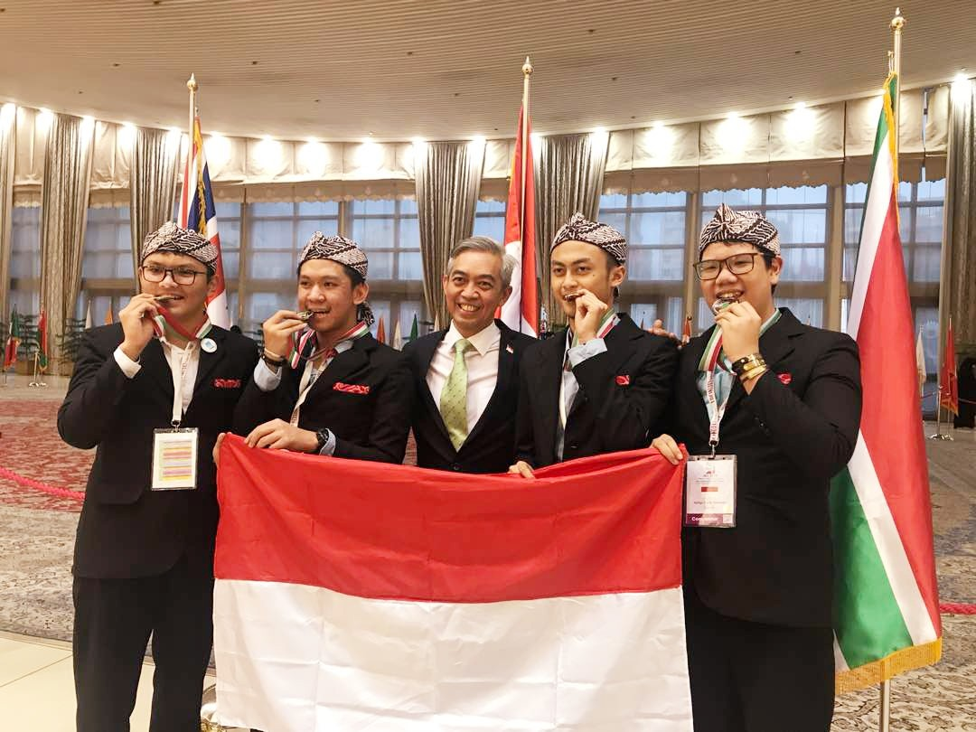 Four students win silver at international biology olympiad