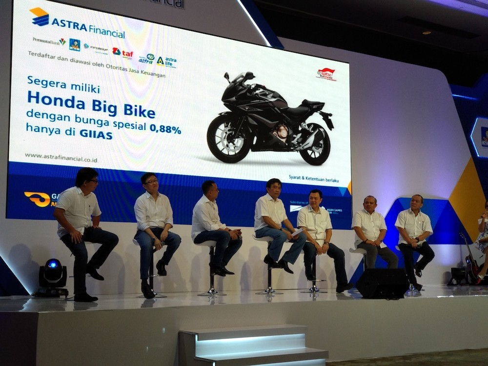 Six Astra companies team up in automotive exhibition