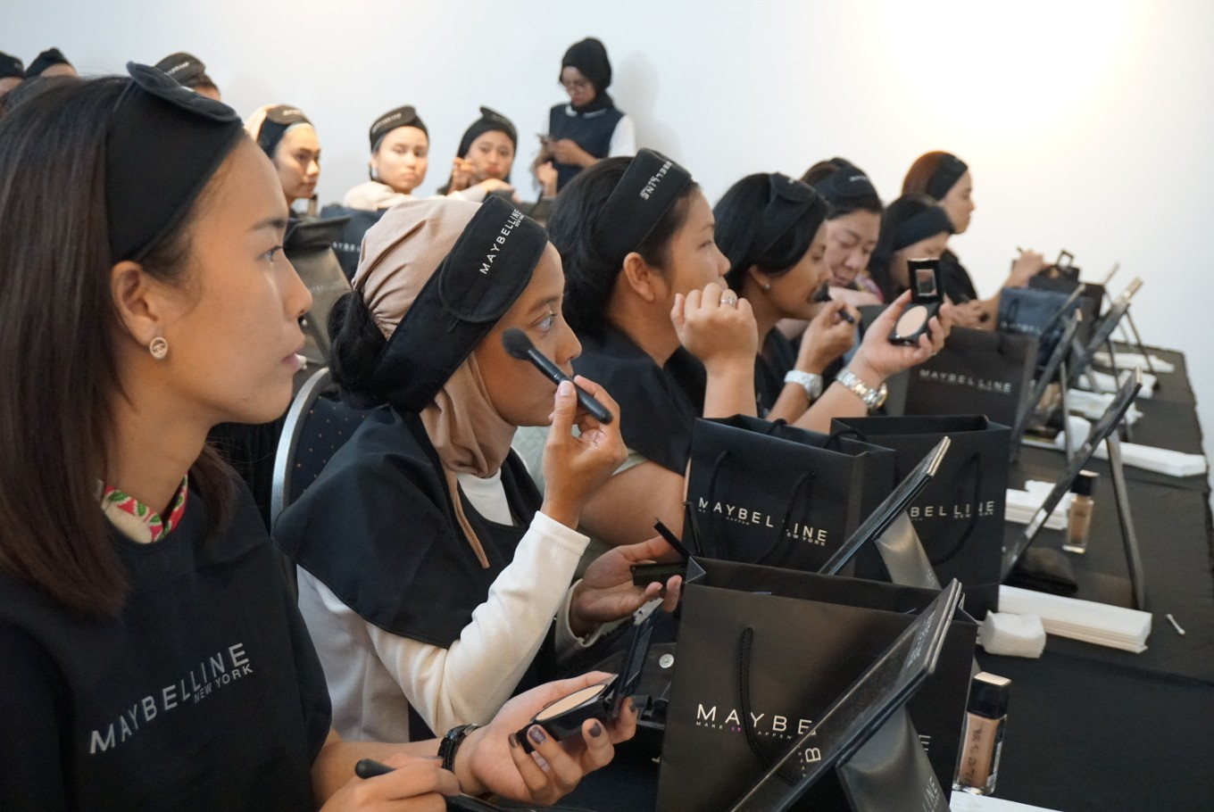 L'Oreal reaches out to hearing impaired with makeup class, new sign language
