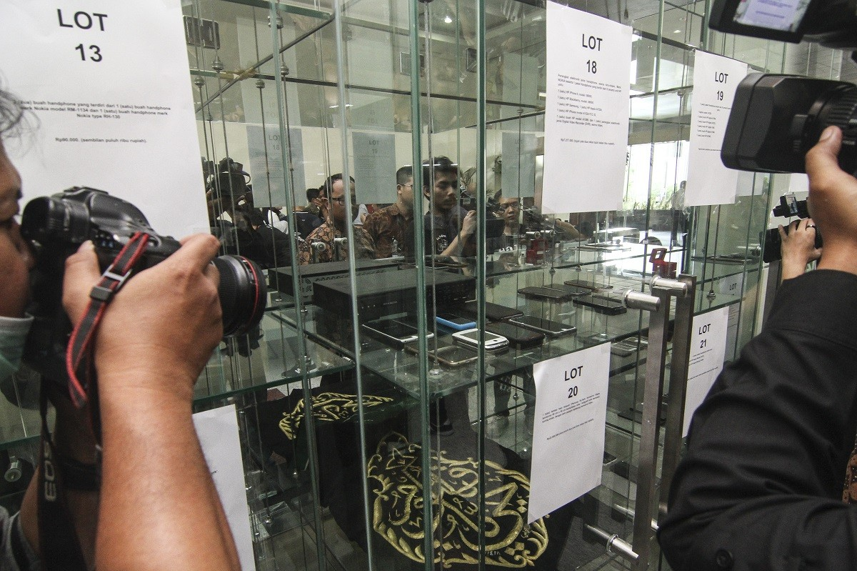 Kaaba cloth confiscated from former minister fetches Rp 450 million at auction