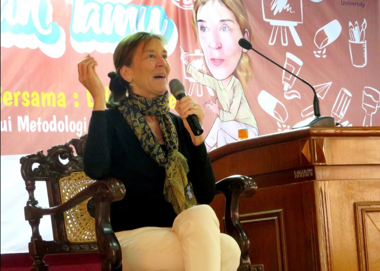 Lydia Kieven, a German researcher, conducted her research on Panji at numerous temples in East Java starting in 1996. She was a guest lecturer at Malang State University (UM)