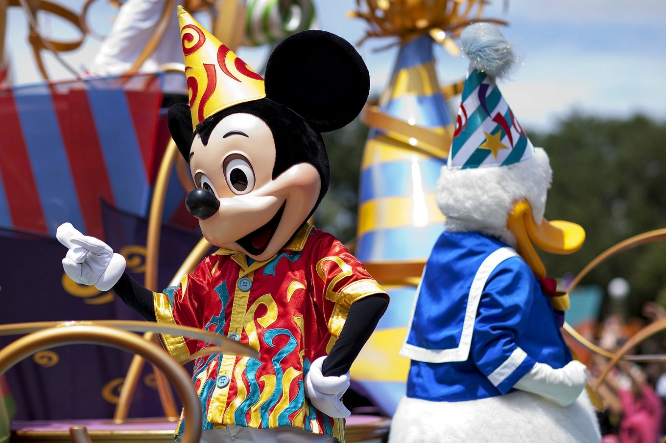 Disney joins cast of companies abandoning plastic straws