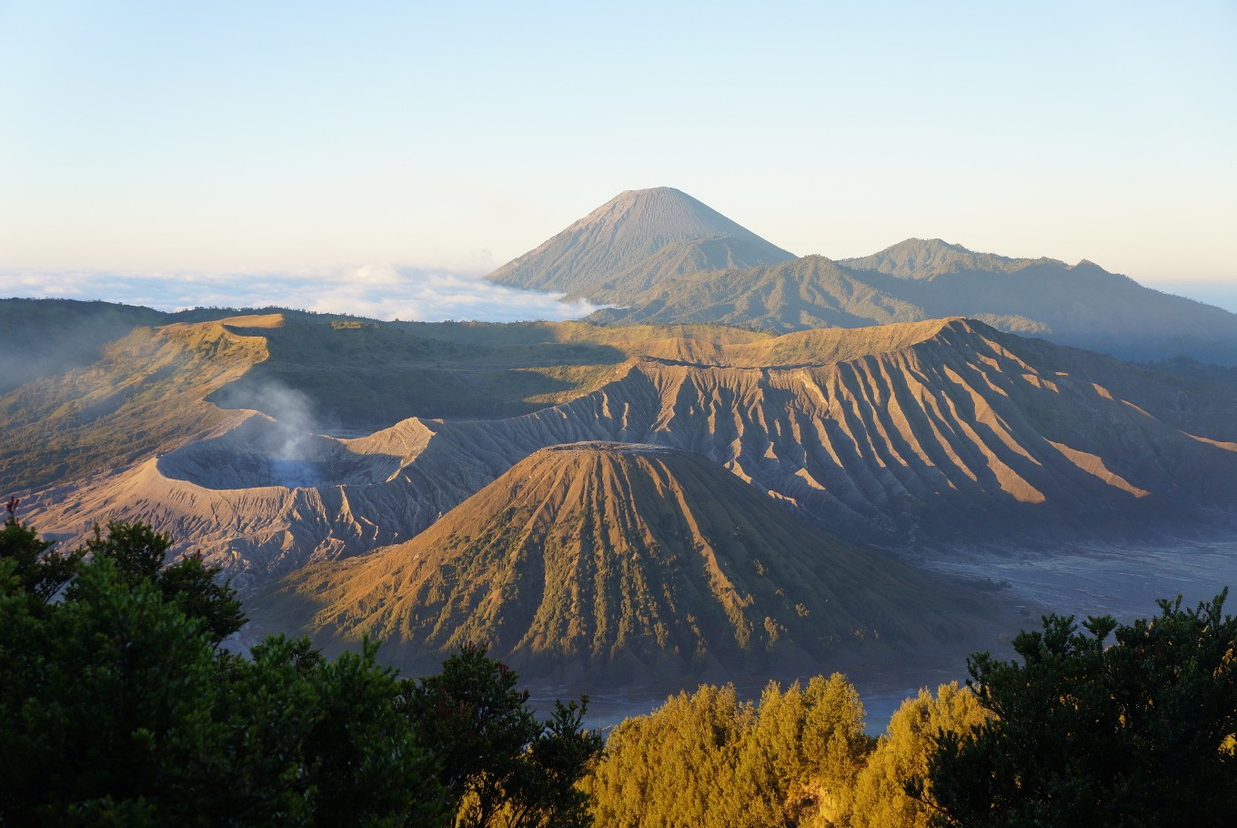 Mount Bromo reopens to tourists