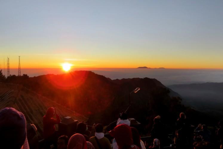 Sunrise at Bromo Tengger Semeru National Park (TNBTS) taken from Penanjakan 1 viewpoint.