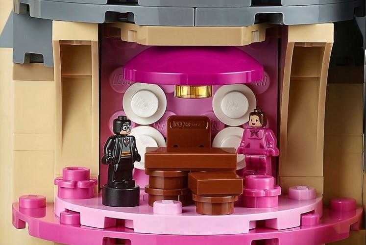 Professor Dolores Umbridge's pink office from Harry Potter Hogwarts Castle by Lego.