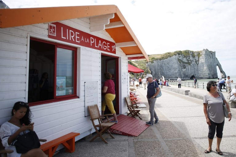 Holiday reads: Beachgoers check out French seaside libraries