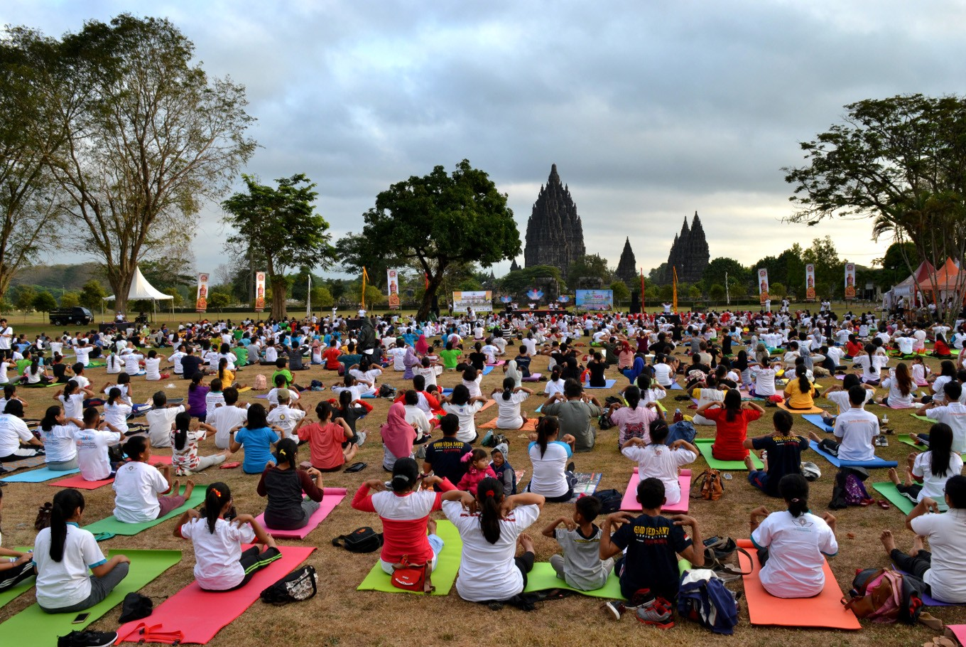 Thousands join yoga festival in Prambanan temple