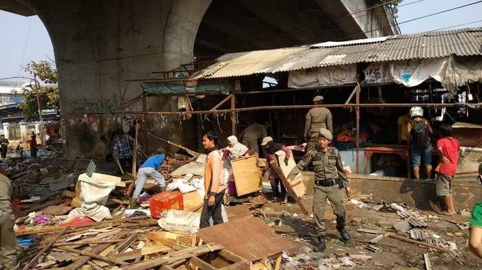 Street vendors under Depok overpass demolished