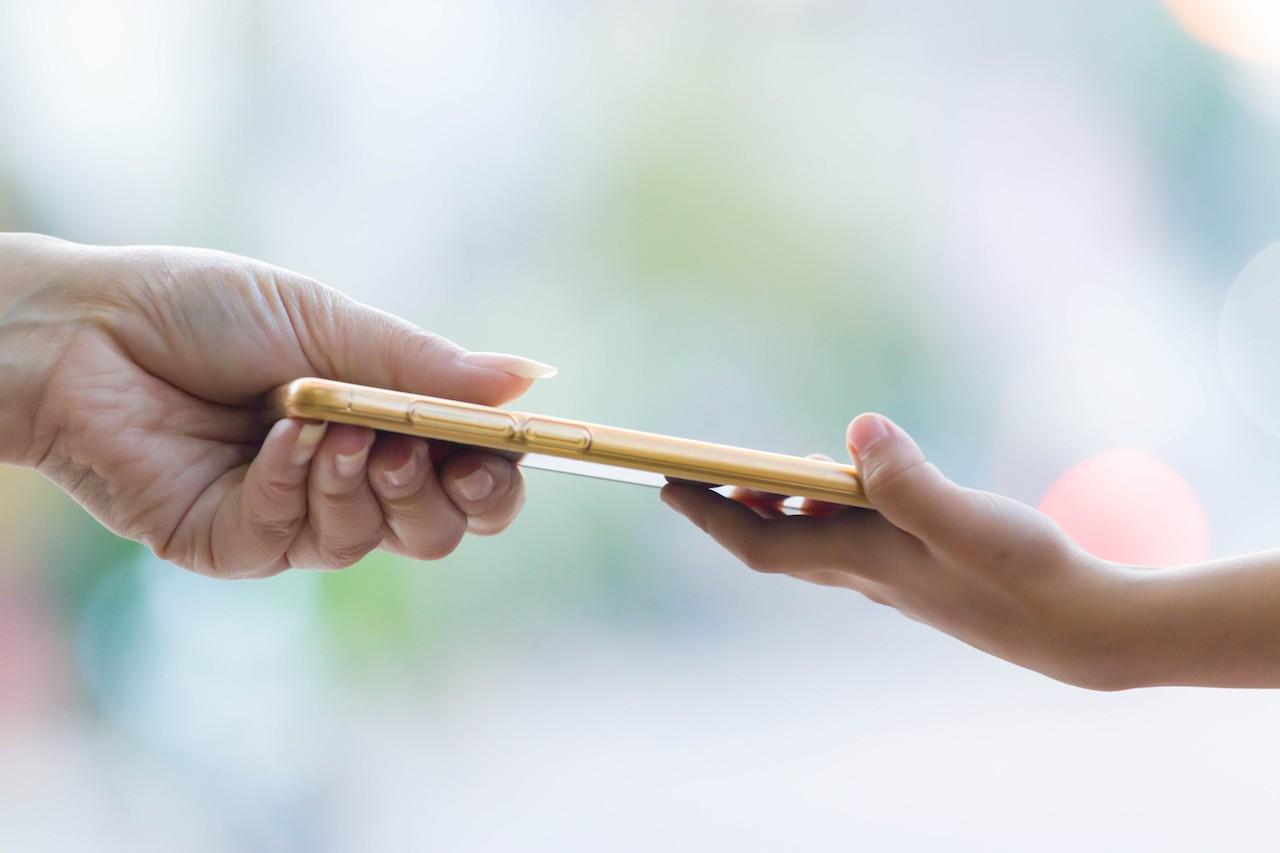 French lawmakers ban smartphones in schools