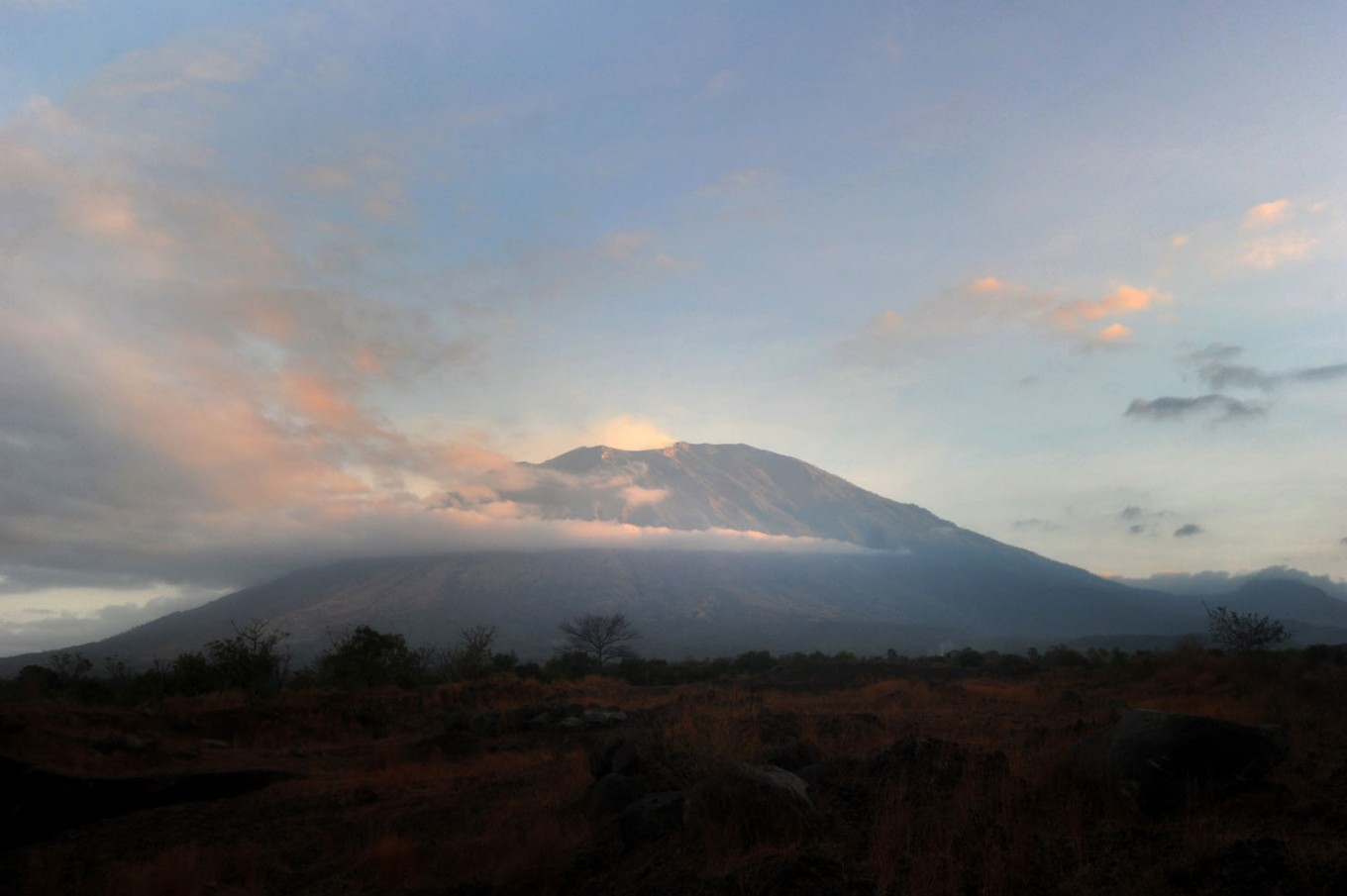 Mt. Agung erupts, prompting volcanology center to issue aviation notice