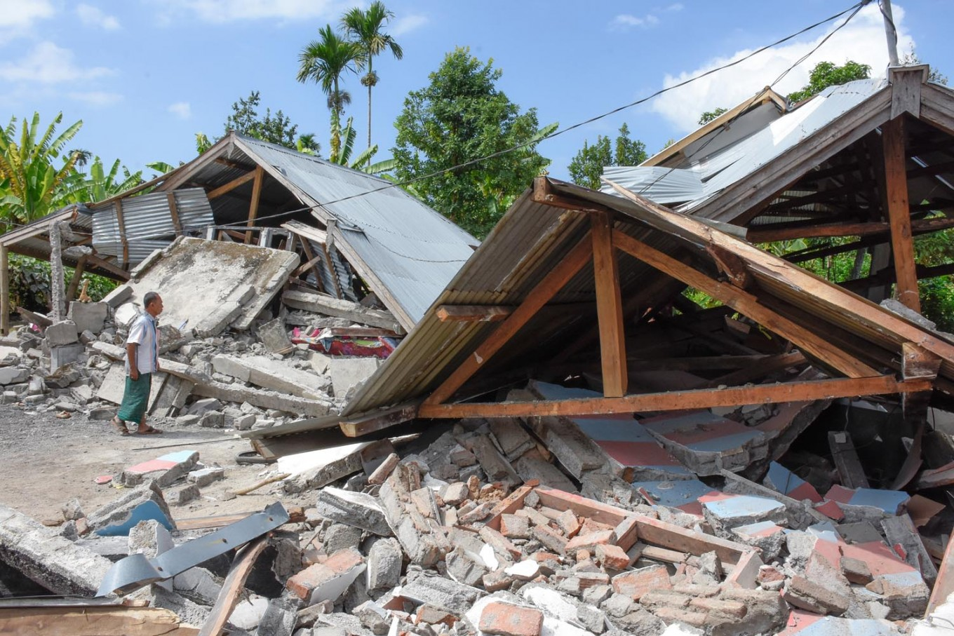 Baby born in Lombok shelter following earthquake