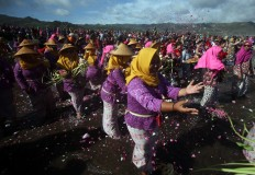 Female villagers also toss flower petals into the sea. JP/Boy T. Harjanto