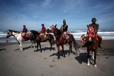 Four horse riders – all dressed in traditional Javanese costumes – are ready to pave the way for the Labuhan Pisungsung Jaladri parade. JP/Boy T. Harjanto