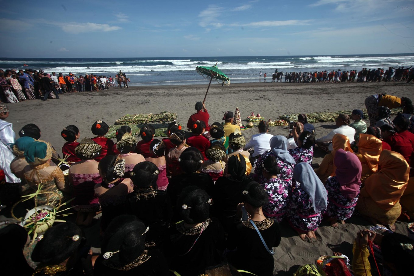 People pray on the beach before proceeding with the ceremony. JP/Boy T. Harjanto