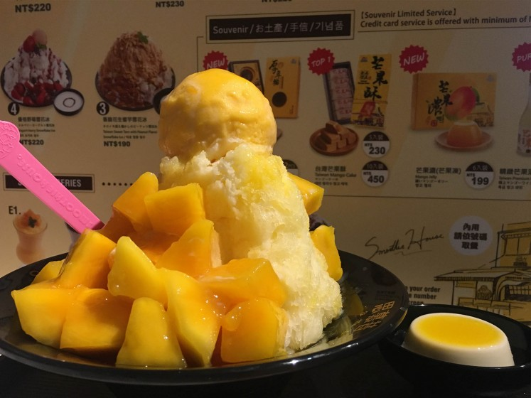 The mango snowflake ice dessert at Smoothie House.