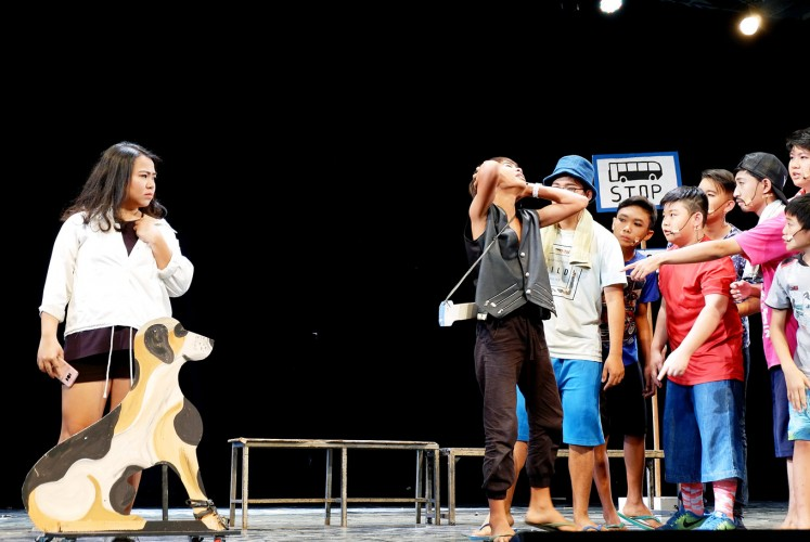 Acting funny: A group of teenagers presents a comedy drama at the compound of the Myogan-Jo Buddhist temple in Bogor on Saturday afternoon.