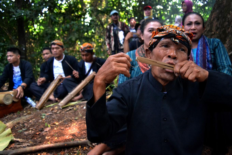 Beji residents uphold tradition through Sadranan ritual