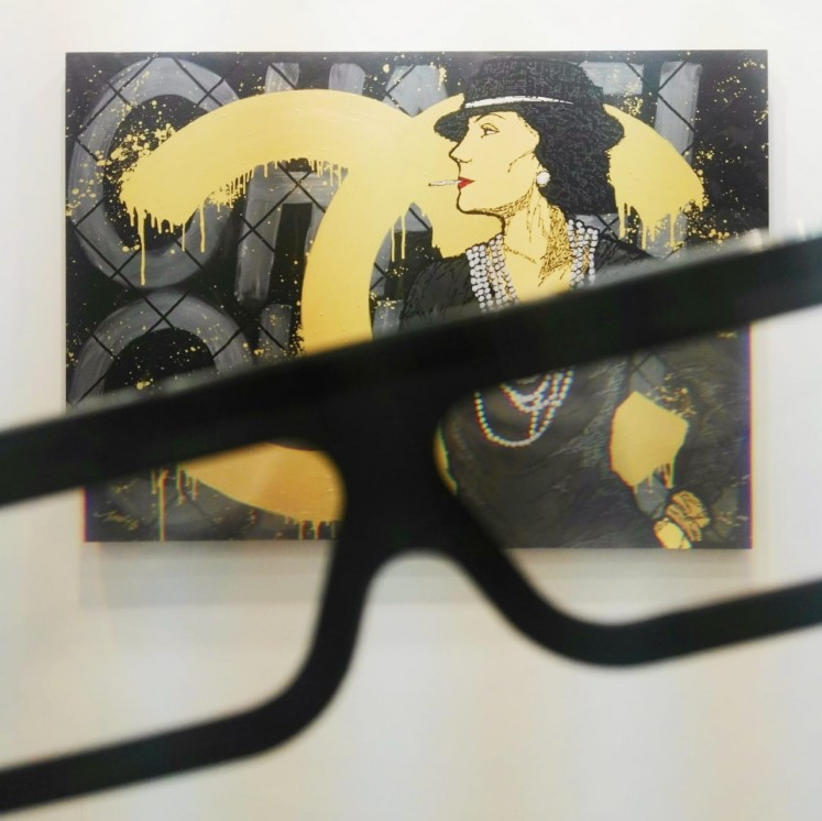 Coco by Mochtar Sarman displayed at Ruci Art Space's booth at Art Jakarta 2018. When viewed with 3D glasses, the words 'Don't be like the rest of them darling' can be seen.