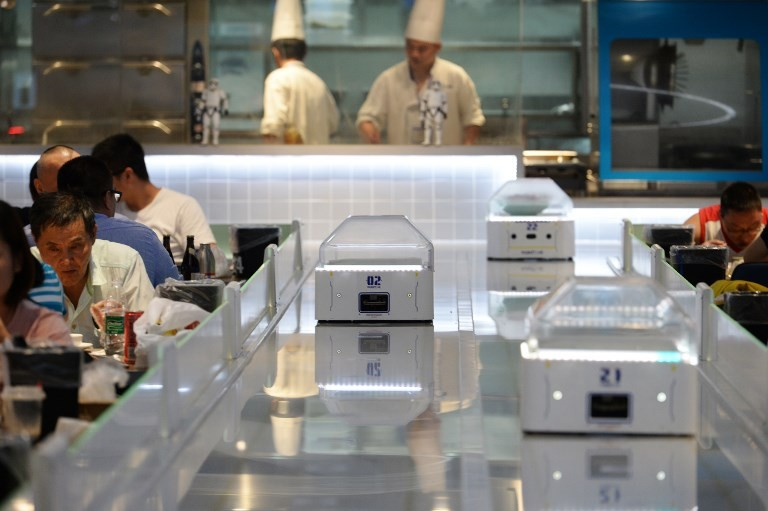 Chip labor: Robots replace waiters in China restaurant