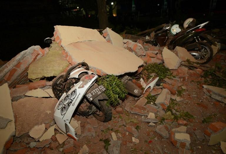 Indonesia quake kills 82, leaves hundreds wounded