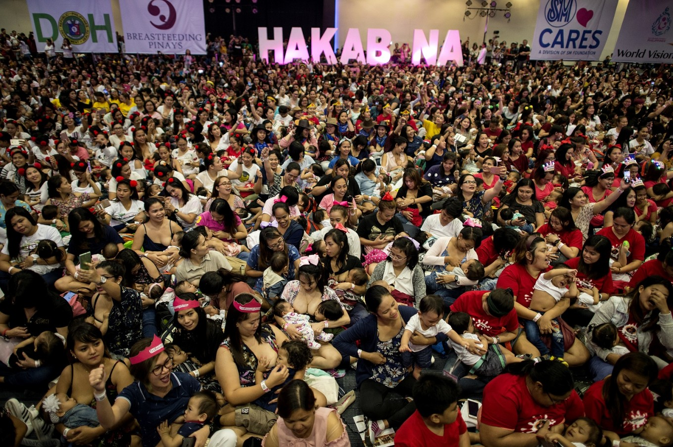 Mothers participate in a breastfeeding event in Manila on August 5, 2018. Hundreds of Philippine mothers simultaneously nursed their babies in public on Sunday, some of them two at a time, in a government-backed mass breastfeeding event aimed at combating child deaths. Image: AFP/Noel Celis