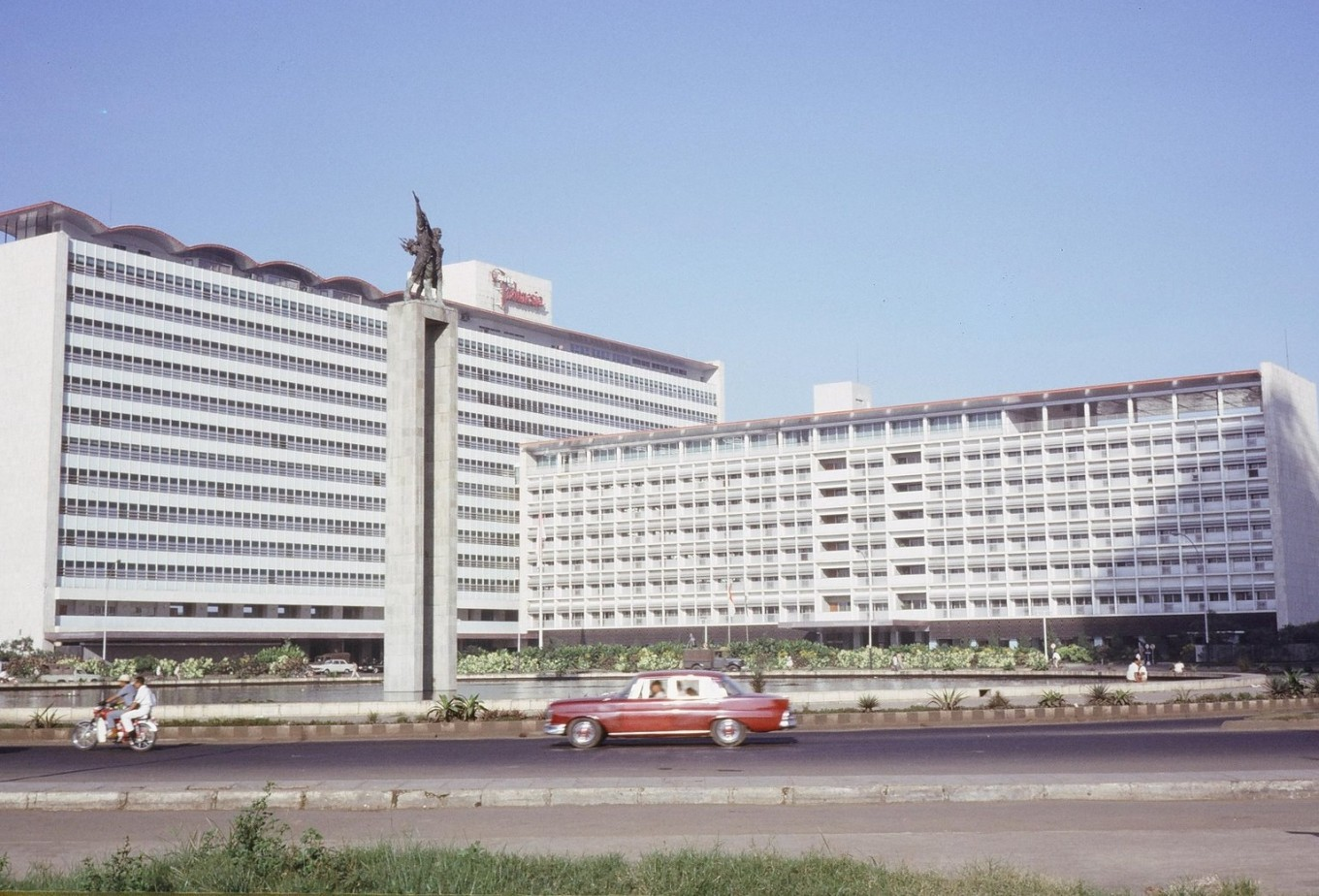 Hotel Indonesia in the 1960s.