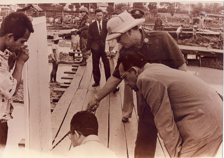 President Sukarno (right, back) monitors the development of Hotel Indonesia.