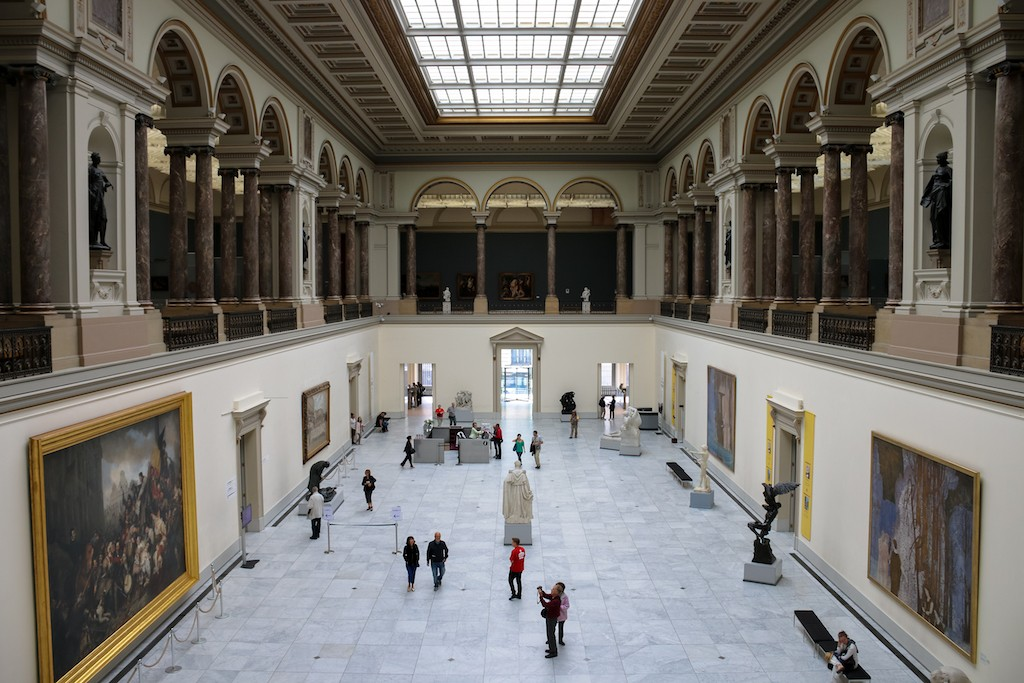Forget billionaires, museums the ticket for fine art market