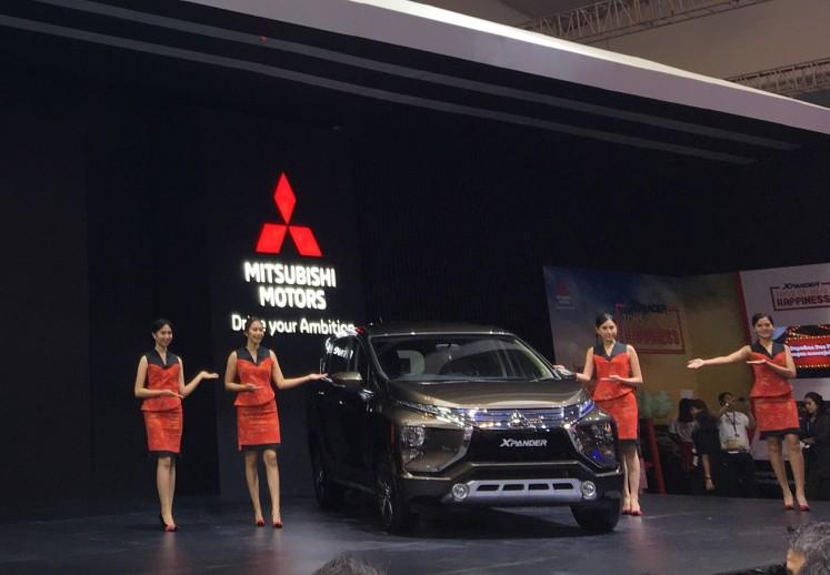 Salesgirls show a new variant of Mitsubishi MPV Xpander at GIIAS 2018 in Tangerang, Banten, from Aug. 2 to 12.