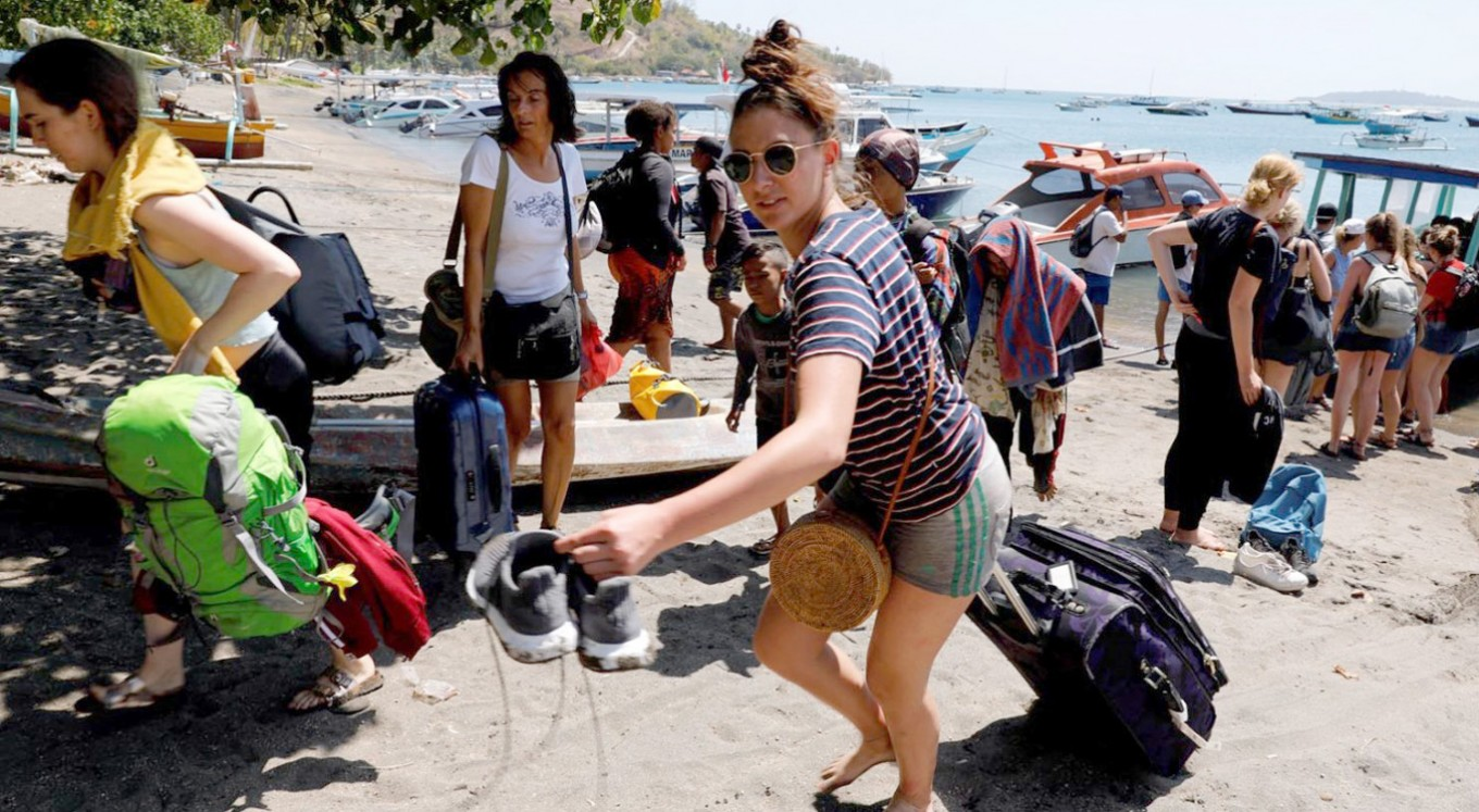 Hundreds of tourists stranded on Gili Trawangan