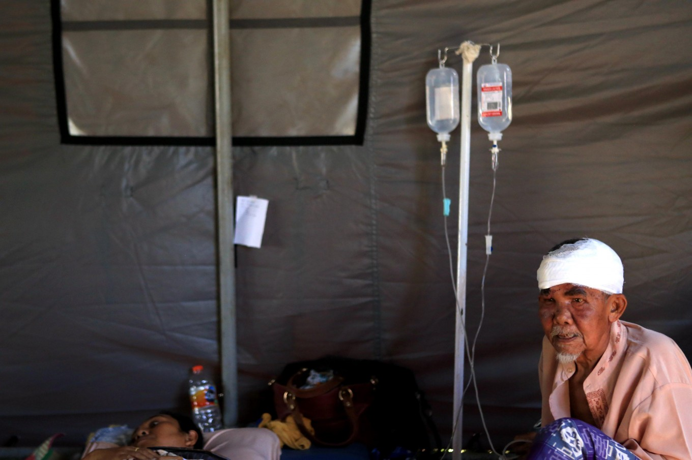 Injured victims receive treatment outside Tanjung Hospital in North Lombok on Aug. 8, 2018. JP/Seto Wardhana