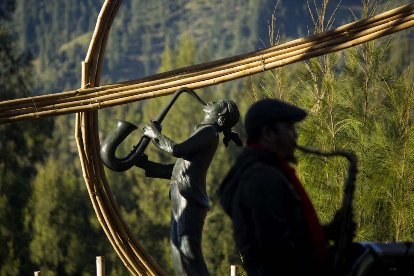 Fine art: A sculpture of Jazz Gunung by renowned artist Dolorosa Sinaga adorns the festival. JP/Tarko Sudiarno