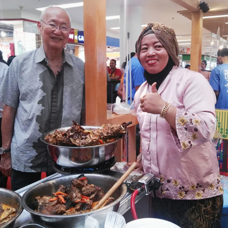 William Wongso at Mangut Manyung Bu Fat stall in Kampoeng Legenda, Mal Ciputra Jakarta