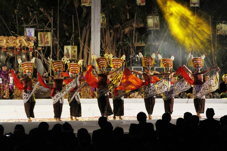 A dance is performed by Ayu Bulan Trisna Djelantik in the opening ceremony of the International Gamelan Festival.